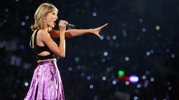 635955477150475543-AP-APTOPIX-Taylor-Swift-in-Concert---Los-Angeles